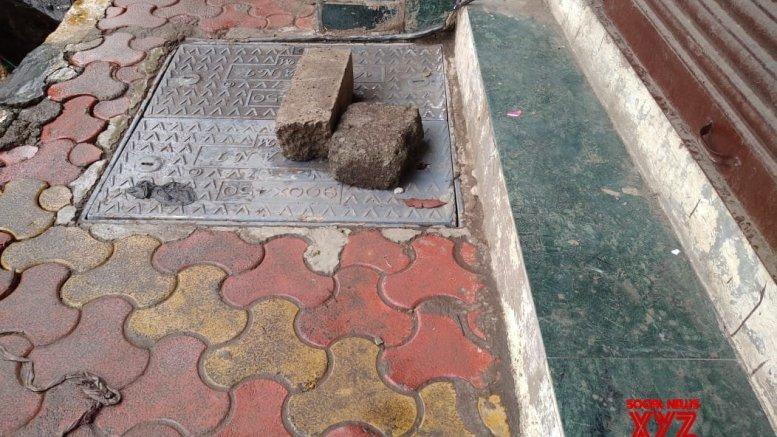 Mumbai horror: Two women fall in open manhole, survive; BMC faces flak