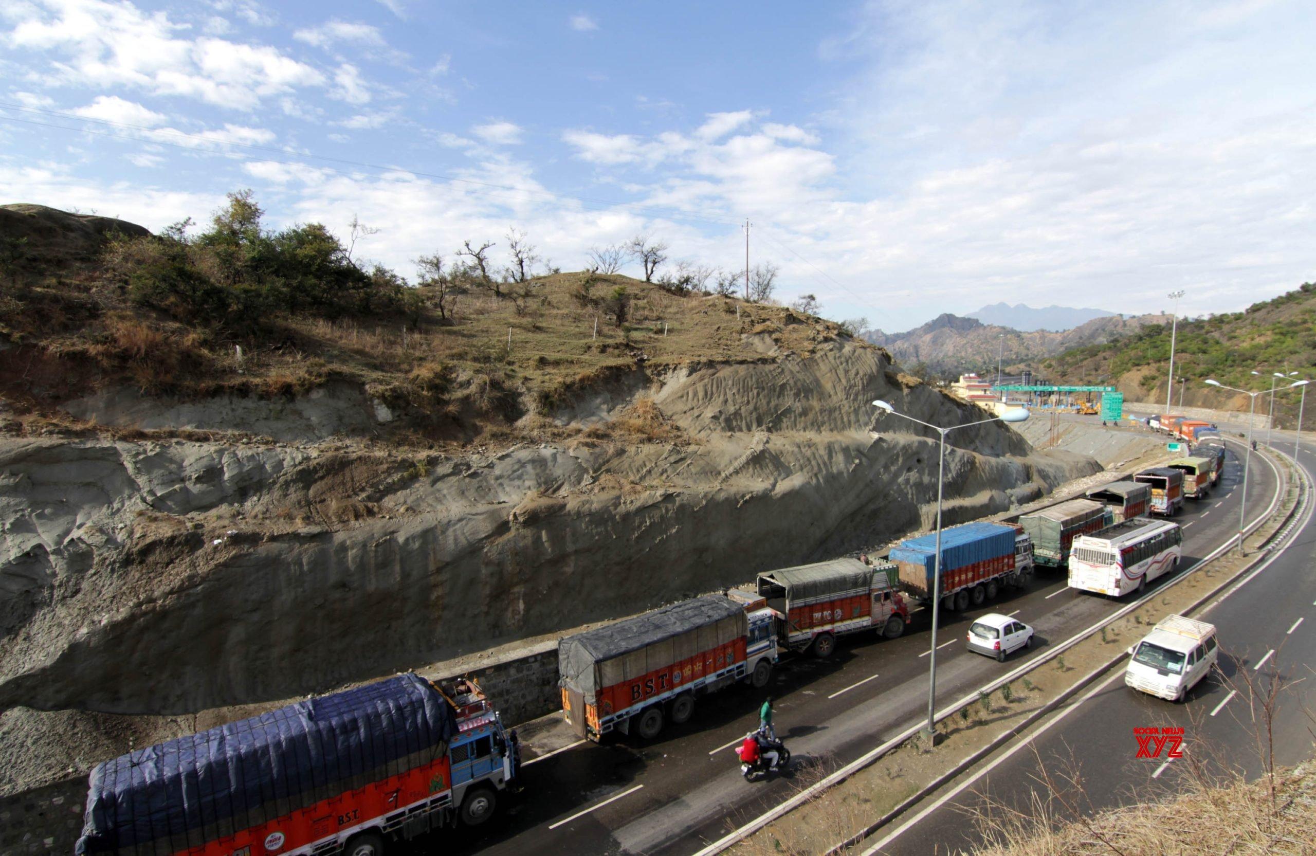 Landslide blocks Jammu-Srinagar highway