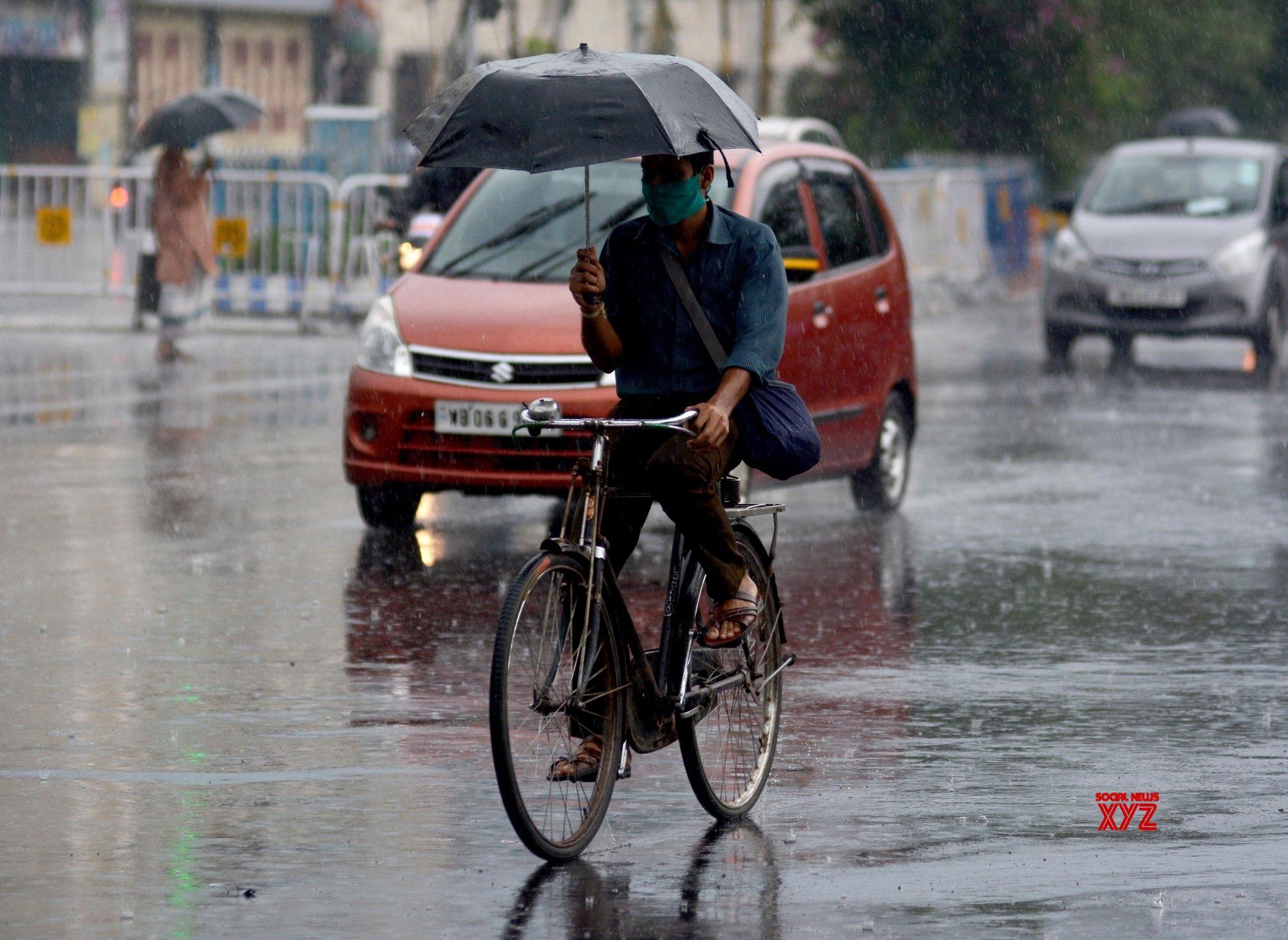 Kolkata: People are crossing the road in the rain in Kolkata in Kolkata. #Gallery