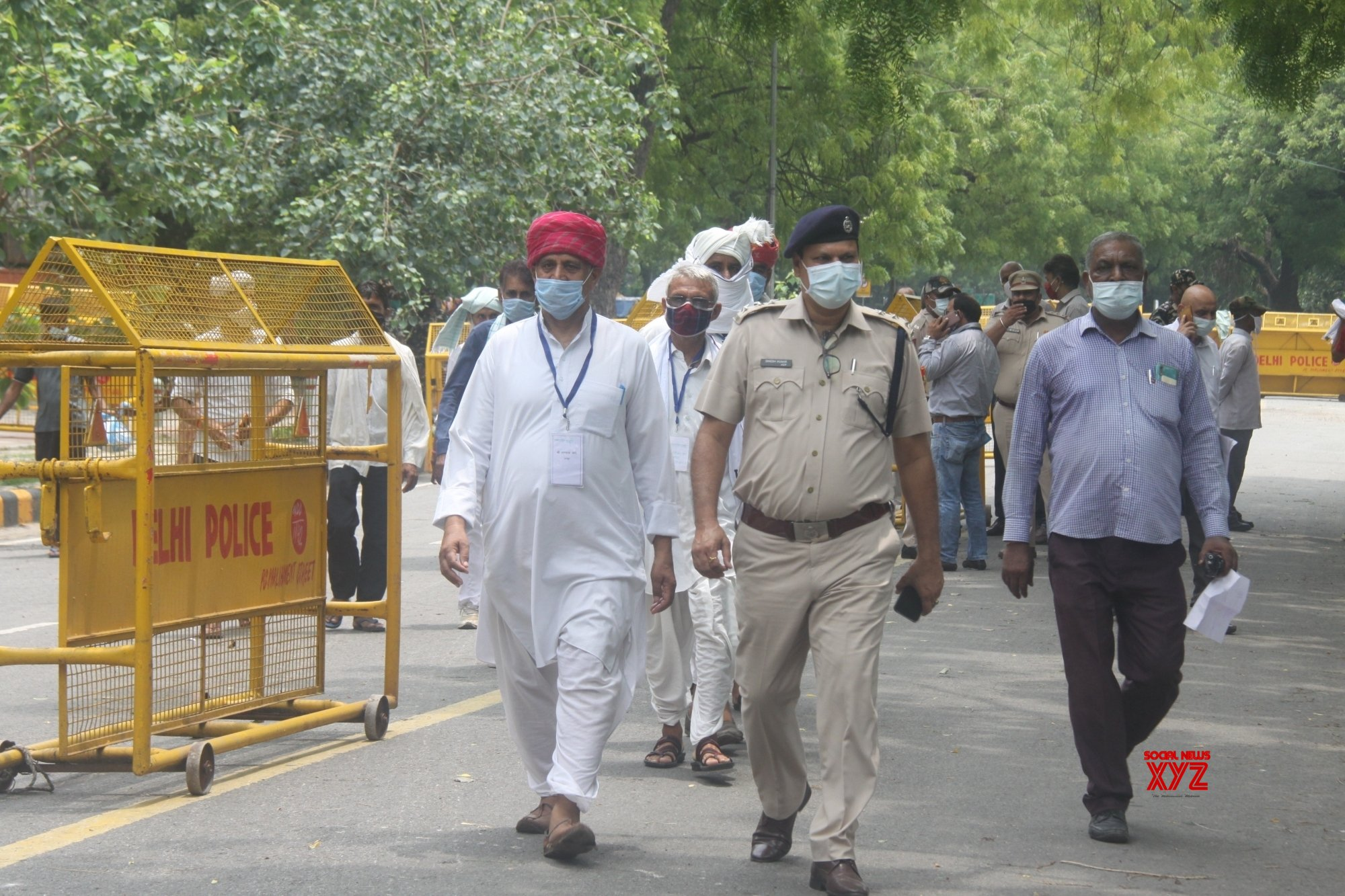 New Delhi : Farmers head for Jantar Mantar ahead of three - day sit - in even as Delhi Police allows only 100 people to protest in New Delhi #Gallery
