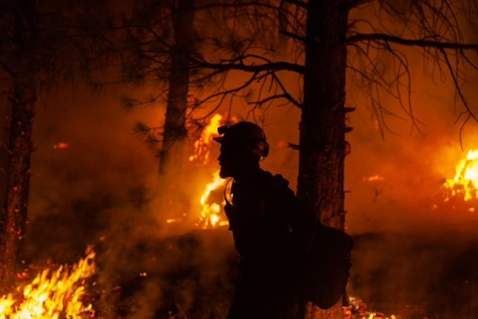 Oregon wildfire burns over over 390K acres, 32% contained