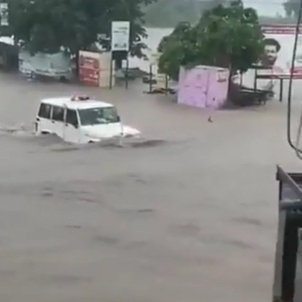 Even Anand Mahindra dazed by power of Bolero in Rajkot deluge