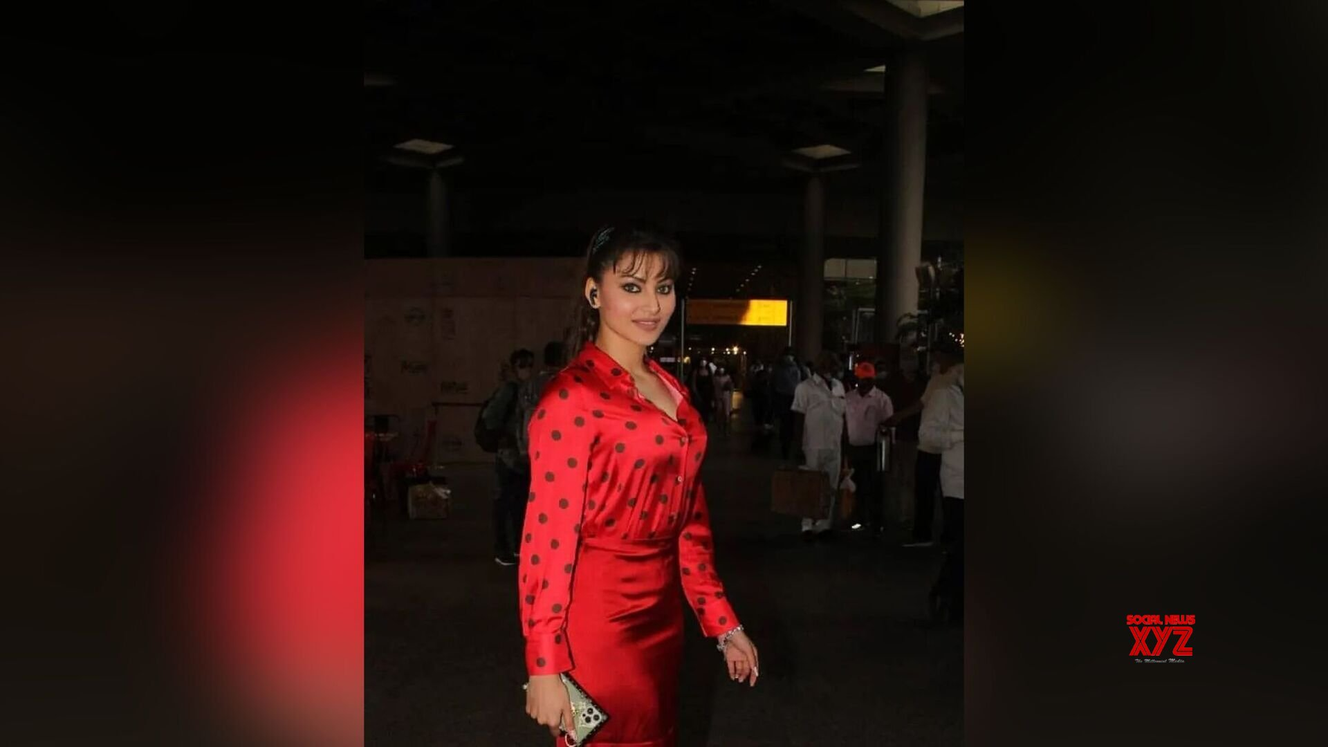 Urvashi Rautela was spotted at Mumbai Airport, check out the diva's fashionable look