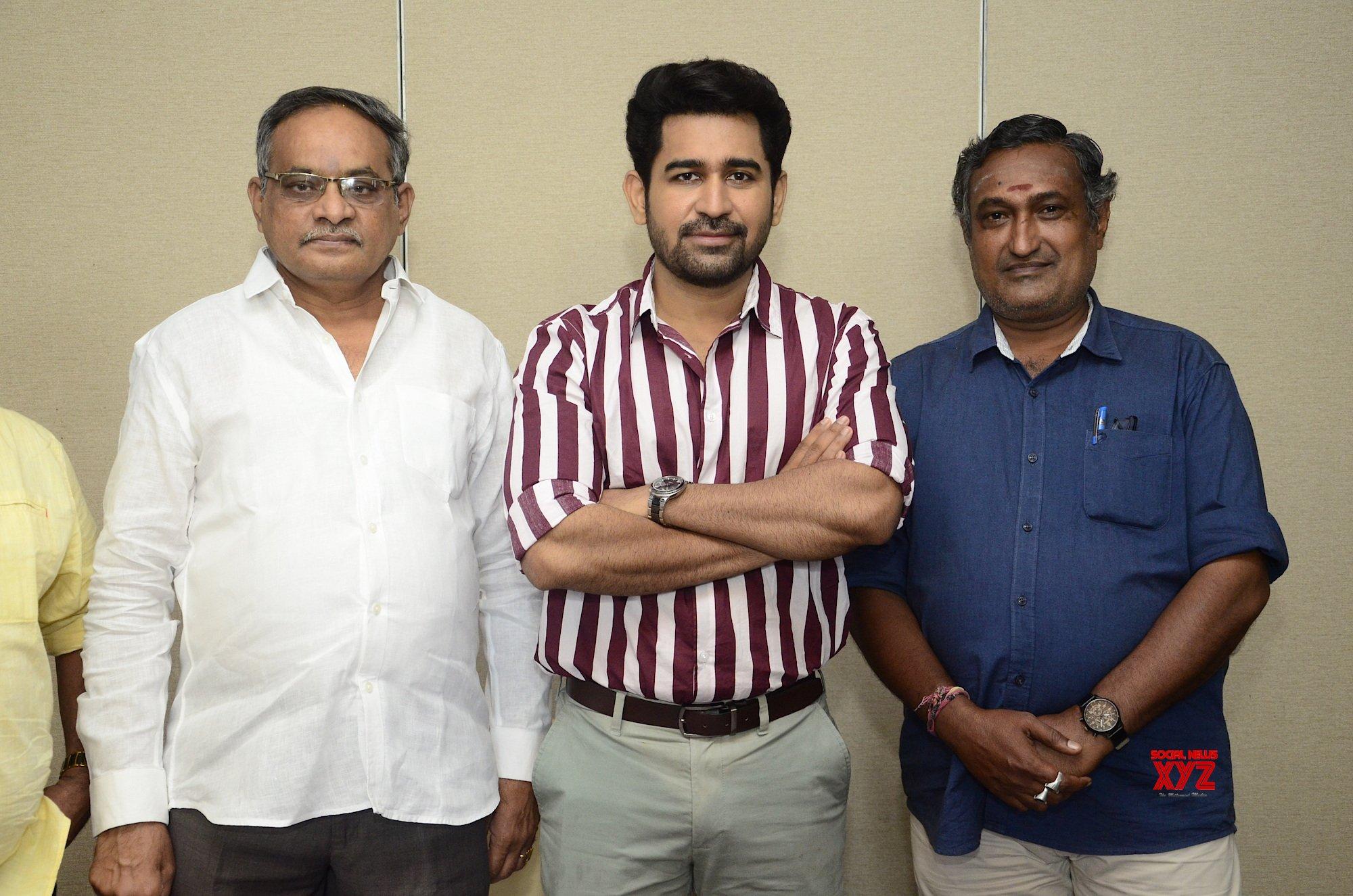 Vijay Antony Released Raai Laxmi's Cinderella Movie Teaser