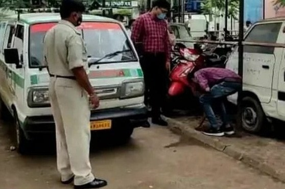 Video of man in MP cleaning gutka stains goes viral