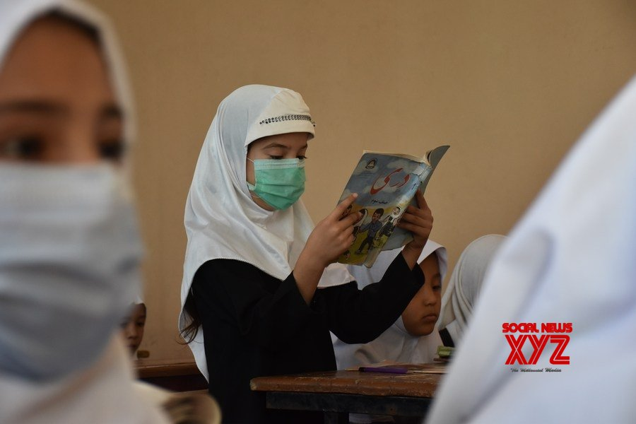 Afghanistan : Afghan female students attend class at local school, university #Gallery