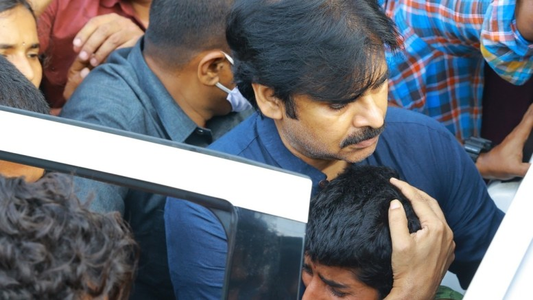 Pawan Kalyan calls up family of Hyderabad rape, murder victim
