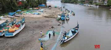 Panaji:Fishermen removing fish from their fishing canoes after venturing into deep sea for fishing at Nerul in Goa on Wednesday October 06,2021 . (Photo: IANS)