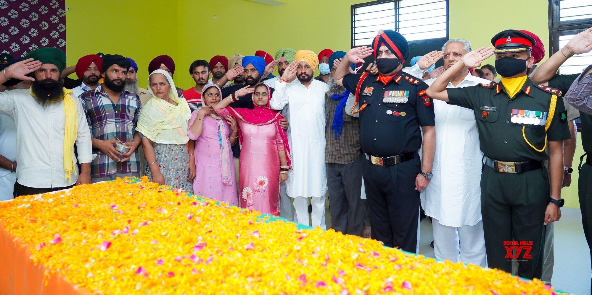 Amritsar:Punjab CM Charanjit Singh Channi paying tributes to Martyr Sepoy Gajjan Singh before his last rites at his native Village Pachranda,Nupur Bedi in Rupnagar District in Punjab #Gallery