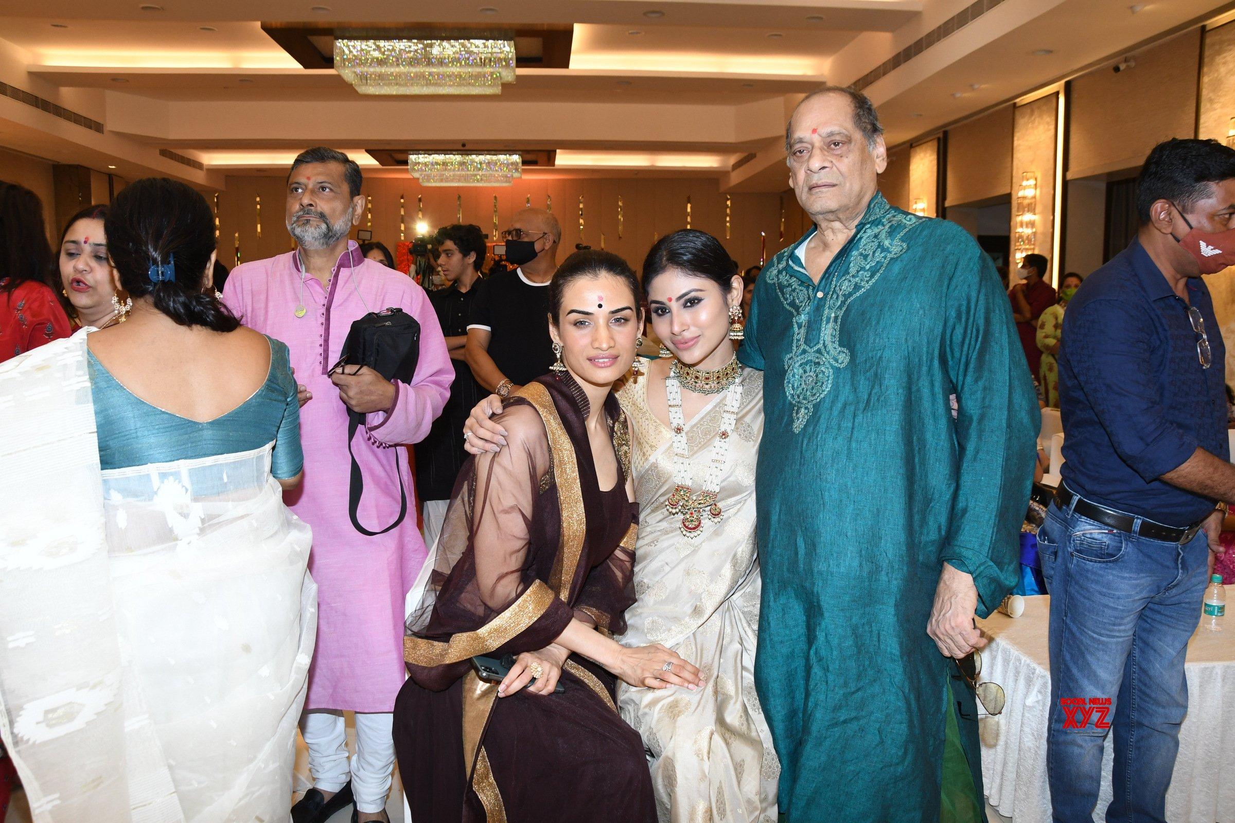 Kajol, Tanishaa Mukerji, And Mouni Roy Attend Bombay Durga Pooja Samiti 2021 - Gallery