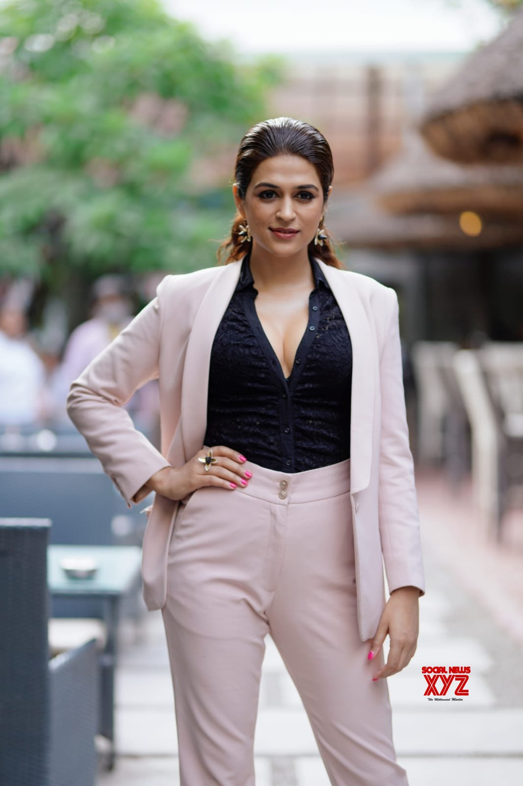 Shraddha Das is acting in a leading role in the Kichcha Sudeep starrer Kotigobba 3 that is releasing this Dusshera and it has sent the industry in a frenzy