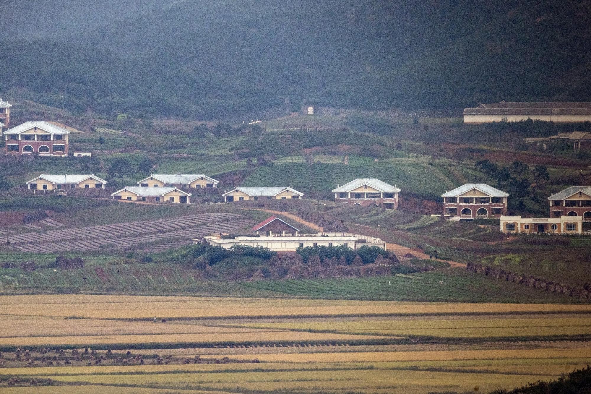 S.Korea monitoring withdrawal of embassies in Pyongyang