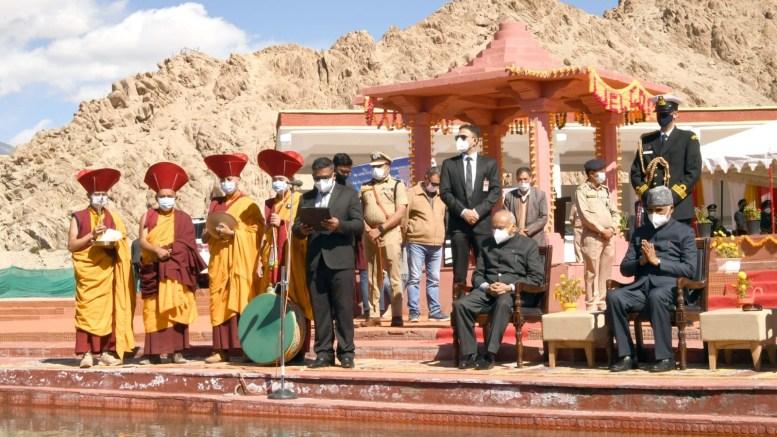 President performs Sindhu Darshan puja near Leh