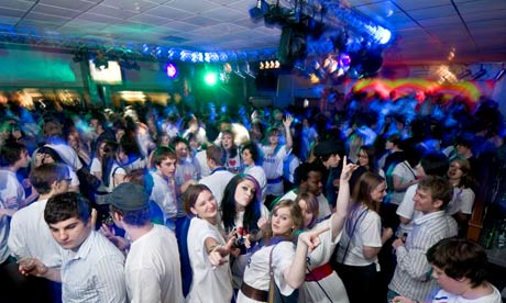 Students-partying-at-the--001
