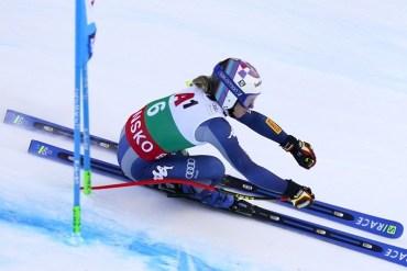Marta Bassino impegnata nel gigante di sci alpino