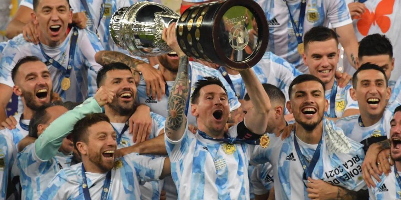 Messi solleva la Coppa America