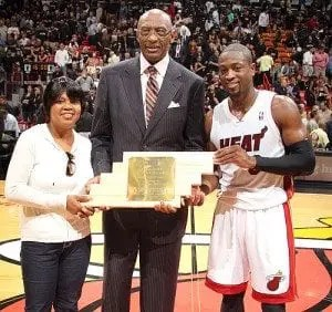 Dwyane-Wade-Community-Assist-Award-2-300x282