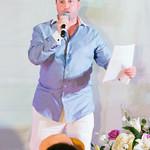 Auctioneer Howie Schwartz