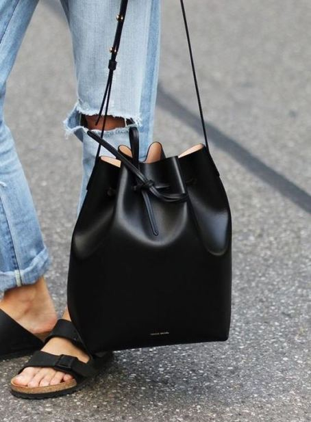 Bucket bags are versatile bags that can be worn with any outfit!
