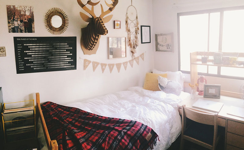 It's easy for your room to become a mess while at school. Try to avoid the clutter with these college dorm hacks that will help you keep your room tidy.