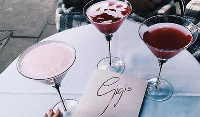 From romantic nights out or girls night we've got you covered. Keep on reading to learn about the best 10 spots to grab fancy drinks in Toronto.