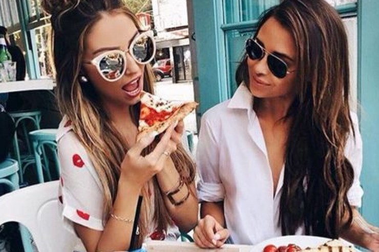 Whether it's for coffee, dessert, or lunch, nothing beats a date with your bffs. These are the 15 cutest restaurants to go to in Toronto!