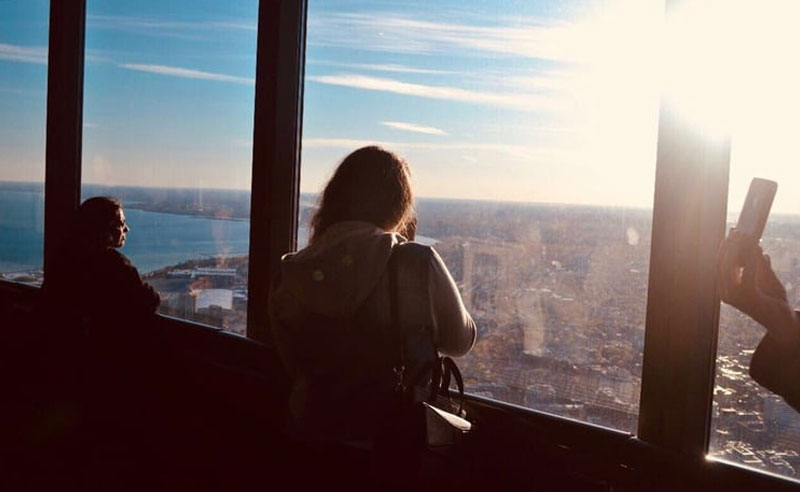 Toronto is known as a Multicultural city with a lot of life and thing to do. This beautiful place can offer you a variety of restaurants, culture, history, bars, parks and much more. But near the city, you can get an amazing getaway. Here are fun and affordable day trips from Toronto!