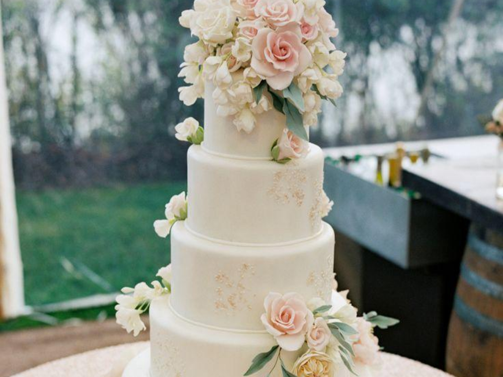 Wedding cake is always one of the most important parts of any wedding, and nothing is better, than a beautiful wedding cake with a great taste.