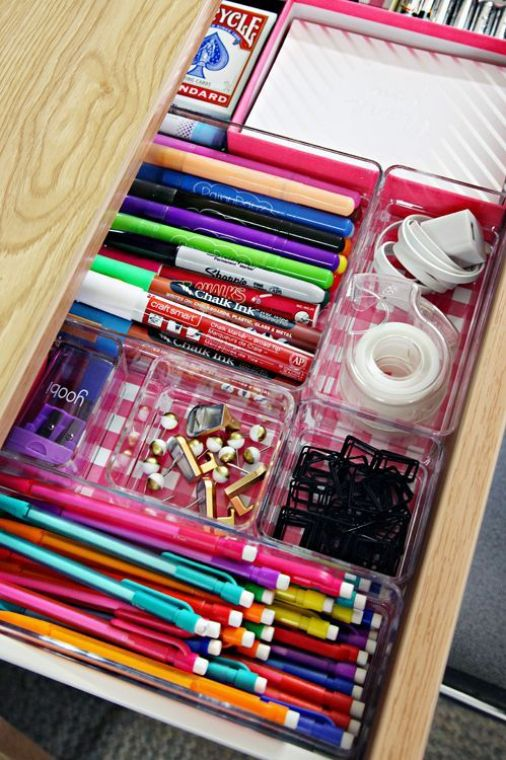 Desk organizers are an amazing Uni room decoration idea!