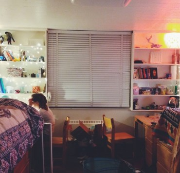 If you're heading off to your first year at University, packing can be hard! This is your ultimate list of things to take to Uni to help you pack!