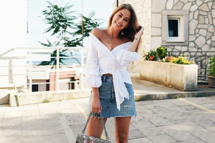 Love your classic denim skirt, but not sure how to style? Check out these different ways to wear a denim mini skirt to keep you looking fit AF!