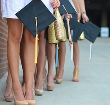 Graduation day is one of the most important day in a university student's life! Here are 10 graduation dresses to stand out on your special day!
