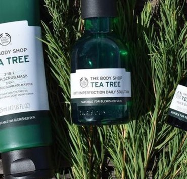 If you're a fan of The Body Shop Tea Tree Oil collection, then these products from the skincare line have the best reviews to date. Whether you want these skincare tools for acne, moisturizing benefits, or more - the Tea Tree Oil line has something for you!