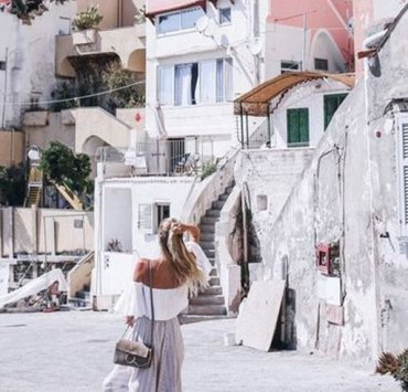Spend your spring holiday exploring a new European city! These 10 cheap spring holiday ideas for students will give you the perfect break from studying, without cleaning out your wallet. Grab a friend, book an airbnb, and head off on your next adventure!