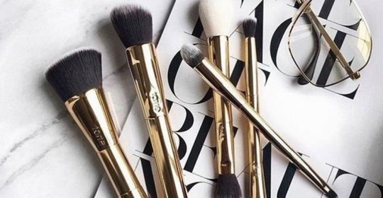 If you're looking for some good makeup brushes, then these are the best makeup brush brands that will exceed your expectations! Buy these brushes in sets, or individually! They're all super cheap and easy to get!