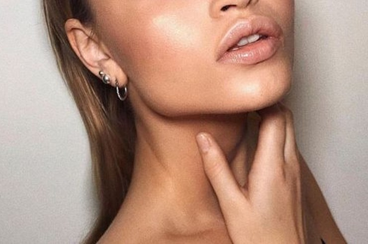 This is your guide to the best foundation for glowy skin! If you're looking for that natural, dewy looking glow then these liquid foundations are perfect for that, and have great coverage as well!