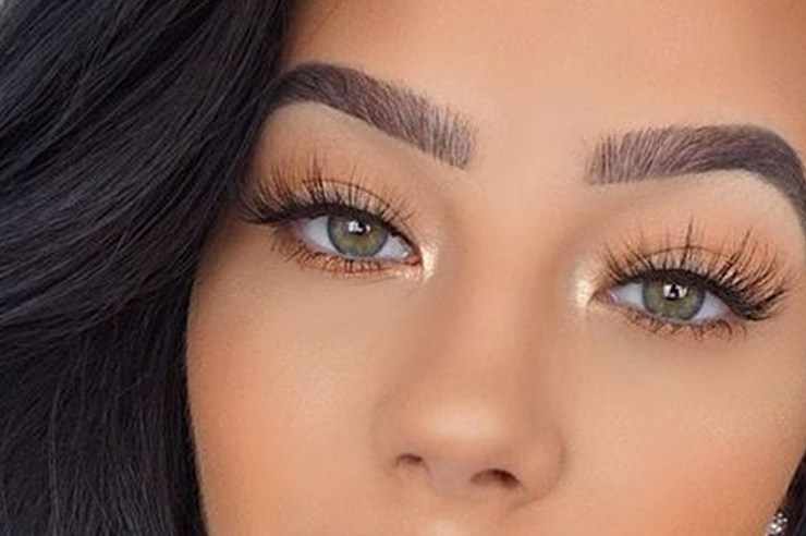 Here you'll find the best natural looking false eyelashes that you won't be able to live without! These wispy lashes are the absolute best and will have you feeling flawless whenever you wear them!