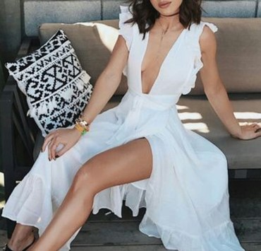 Here are the best split leg maxi dress designs to wear for evening occasions or casually! These long and tight dresses are super cute and come in all different colors ranging from white to red to black!