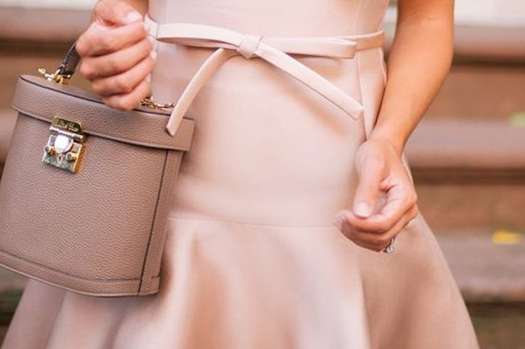 These are the best wedding guest handbags that you can think of for spring! The colours are light, fun, and go with anything! Pair these purses with any wedding outfit you have and you're good to go!