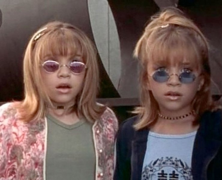 If you were still a kid, a pre-teen or teen during the 2000's, you might not remember all of the Fashion trends back then clearly. So here are some of those 2000's fashion trends you probably forgot about but should be remembered years later.