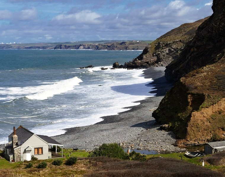 There is so much stuff to do in Cornwall it's hard to wrap your head around it! However, people tend to do the same things in Cornwall every time they go! Here's of the top 10 things to do in Cornwall, in case you run out of ideas!