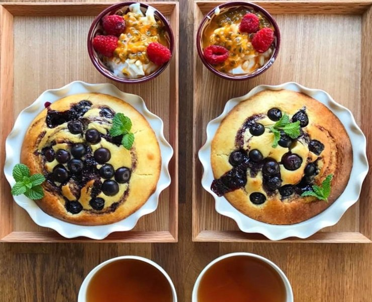 Eating healthy doesn't have to mean sacrificing on all that is good and holy (desserts). Thanks to the recent rise in lifestyle bloggers, we're inundated with easy and healthy dessert recipes – lots of them only take 10-20 minutes to make, too! Here are my favourite picks for easy healthy desserts!