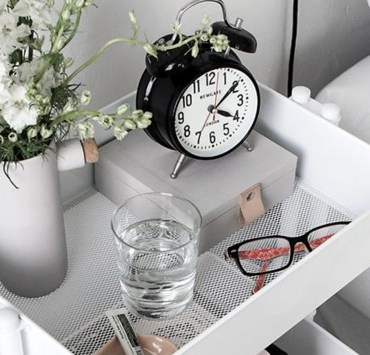 These are the best home organisation tips and ideas that everyone needs to know when it comes to decorating or organising a flat, home, or dorm room! So get organised and declutter your room with these helpful tips!