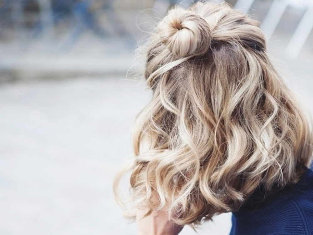 If you want choices to choose from for voluminous hairstyles to disguise thin hair, take a look at this list. Whether you have short or long hair, these hairstyles will be sure to give you great volume.