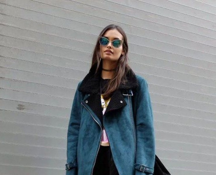 Take a look at the chic London fashion trends that are in style right now! From athleisure to all black to crop tops and strappy heels, we have collected the most inspiration looks.