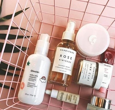 In makeup bags, setting sprays have often times been overlooked. Until now, setting sprays have become a popular step in your morning makeup routines with the contour craze. Check out the best drugstore setting spray that we think is worth the buy.