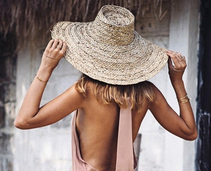Summer hats for women add extra style to any outfit. From fedoras to floppy hats to traditional ball caps, we have you covered! Take a look at the best looks for this upcoming summer season!