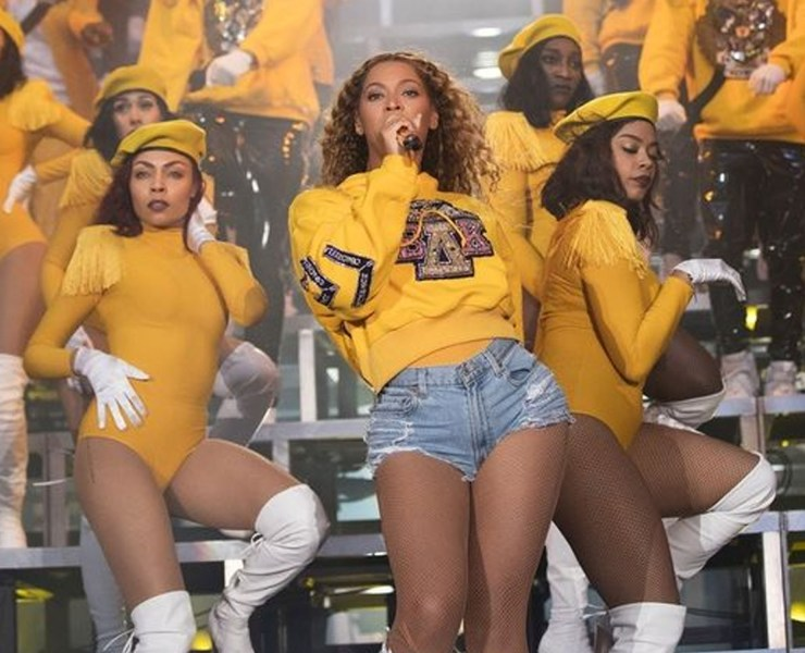 Take a look at the best Beyonce performance outfits we have seen thus far. Queen B knows how to rock crazy styles and we are all here for it!