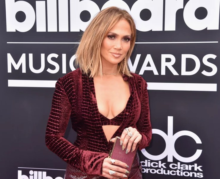 The 2018 Billboard Music Awards styles were to die for, and there was so many red carpet looks to swoon over. Here are our favourites!