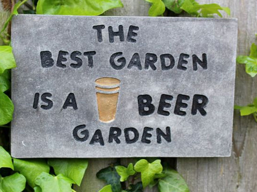 Find out about the best London beer gardens to go to this summer ! Enjoy a nice beer outside in our selection of London beer gardens!